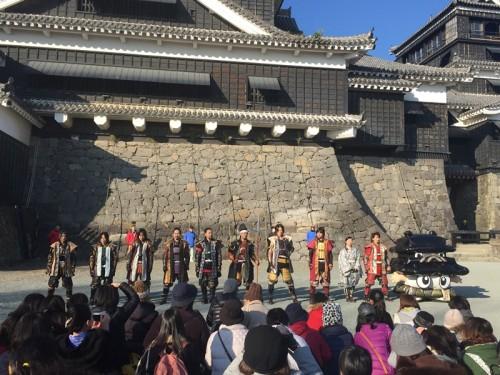 2016-1熊本城 熊本城おもてなし武将隊と熊本市イメージキャラクター「ひごまる」