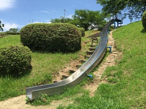 石のかざぐるま 一本松公園スベリ台