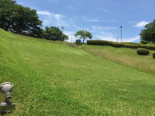 石のかざぐるま 一本松公園草スキー場1